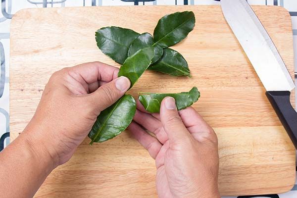 Kaffir Limes Leaves Shredded
